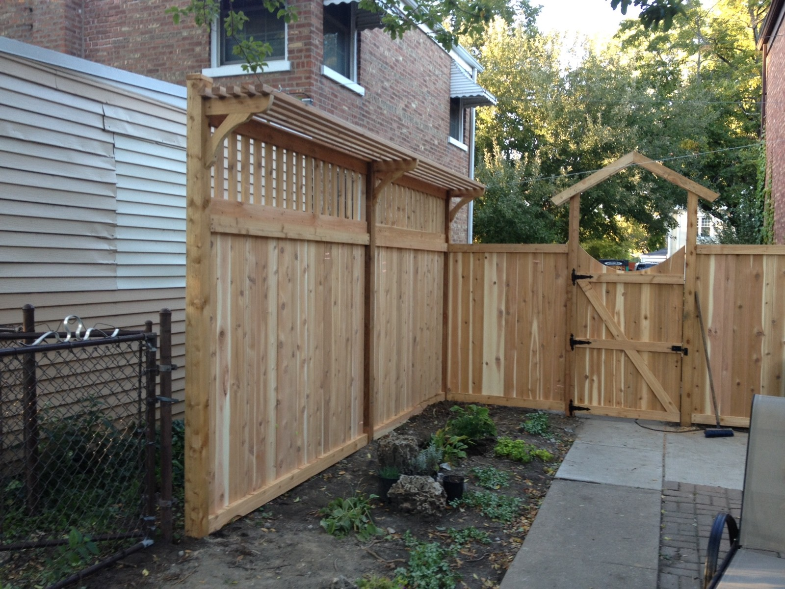 Fencing Company - Fence Insallation & Repairs - Family Fences Glenview IL